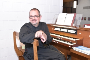 Photo: Tim Denton, organist
